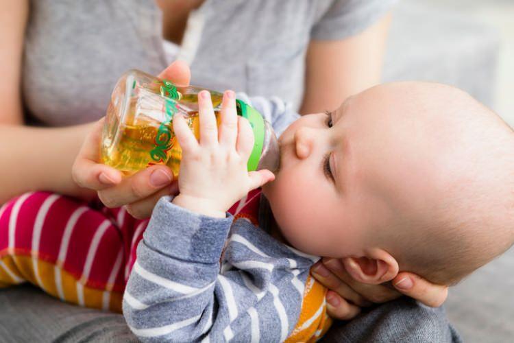 Bebeklere meyve suyu içirilmeli mi?