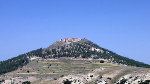 Karşı tepede bizi Türkiye ve Ortadoğu tarihi açısından tarihi önemi büyük bir kale bekliyor...