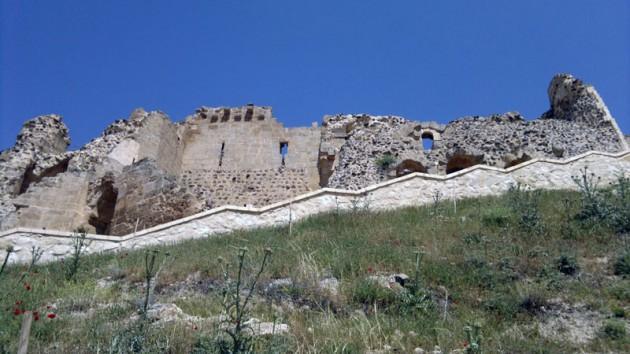 Baudouin de Boulonge 1098'de Urfa'yı da ele geçirerek ilk Haçlı Kontluğunu kuran isim aynı zamanda.