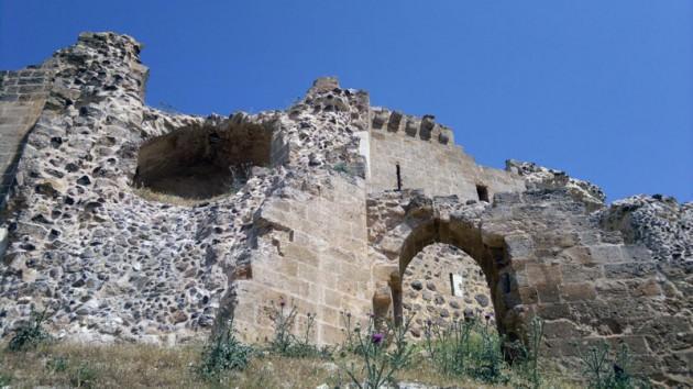 Fakat kaleyi ele geçirip onun surlarında yürüyen hiç bir isim Selahattin Eyyubi kadar şanlı değildi...