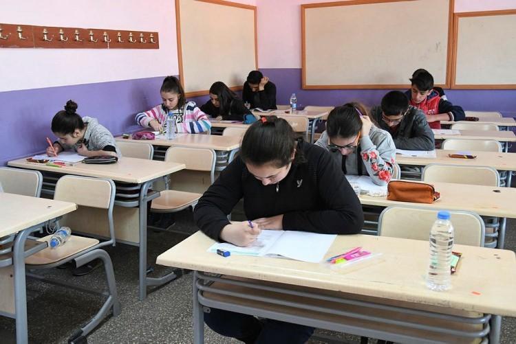 """<p><span style=""""color:#FFFFFF"""">Yaklaşık 400 bin öğrenci Anadolu, Fen veya Sosyal Bilimler liselerine gidecek.</span></p>"""