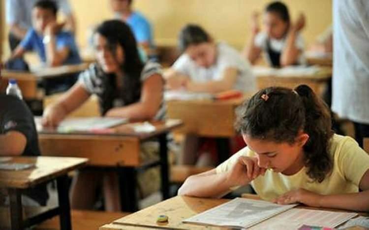 """<p><span style=""""color:#FFFFFF""""><strong>*LİSEYE YERLEŞMEK İÇİN SINAVA GİRMEK İSTEYEN ÖĞRENCİLERİ NASIL BİR SINAV BEKLİYOR?</strong><br /> <br /> Soruları Milli Eğitim Bakanlığı hazırlayacak. Öğrenci sınava kendi okulunun bulunduğu ilde girecek. Açık uçlu sorular olacak iddiaları boşa çıktı. Sadece açık uçlu sorular olmayacak.</span></p>"""