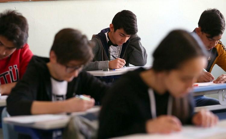 """<p><span style=""""color:#FFFFFF""""><strong>*ÖRNEK SORU YAYINLANACAK MI?</strong><br /> <br /> Örnek sorular yayınlanacak. 8. sınıf ağırlıkta olmak üzere 6,7 ve 8. sınıftaki ders kitapları çerçevesinde örnek sorular olacak.</span></p>"""