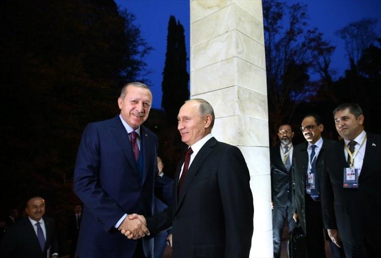 <p>Cumhurbaşkanı Recep Tayyip Erdoğan, Rusya Devlet Başkanı Vladimir Putin ile Devlet Başkanlığı Rezidansı'nda bir araya geldi.</p>