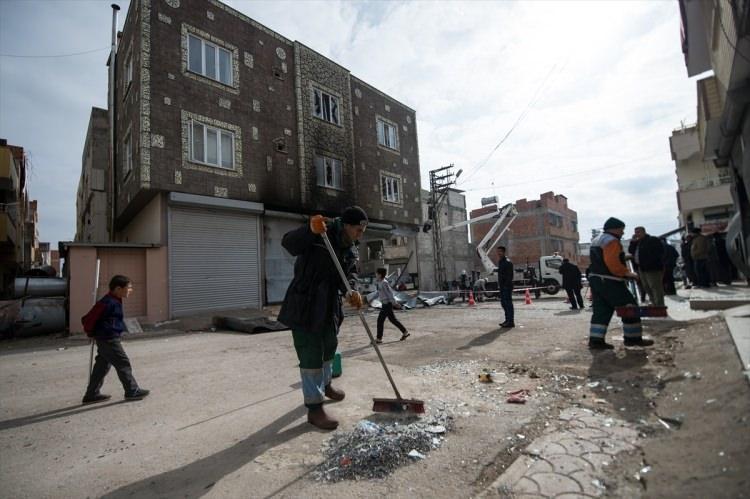 <p>Kilis'te terör örgütü PKK/PYD tarafından düzenlenen roketli saldırının neden olduğu tahribat günün aydınlanmasıyla ortaya çıktı.</p>