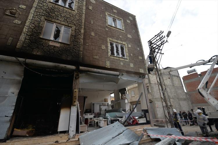 <p>Dün akşam Suriye'deki PKK/PYD terör örgütü tarafından Kilis kent merkezi hedef alınarak 4 roket atılmıştı.</p>  <p></p>