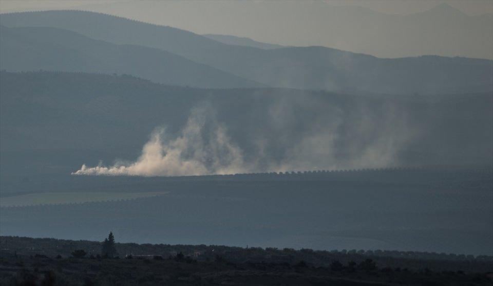 <p>Suriye'deki terör örgütü PYD/PKK'nın Afrin'deki mevzilerine Türk Silahlı Kuvvetlerince (TSK) top atışı yapıldı. Patlama sesleri, Suriye sınırındaki bazı Türk köylerinden de duyuldu.</p>  <p></p>