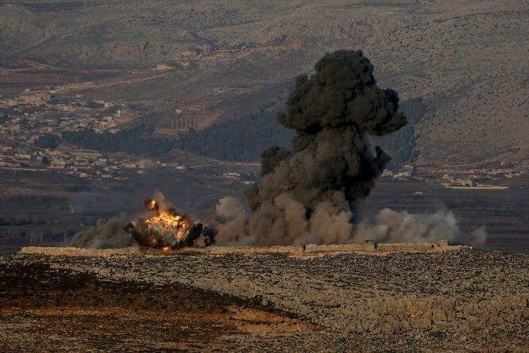 <p>Türk uçaklarının sınır hattından geçişinin ardından Afrin tarafından patlama sesleri duyuldu.</p>  <p></p>