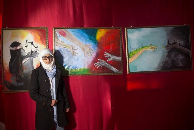 Suriyeli kadın ressamlar Azez'de sergi açtı