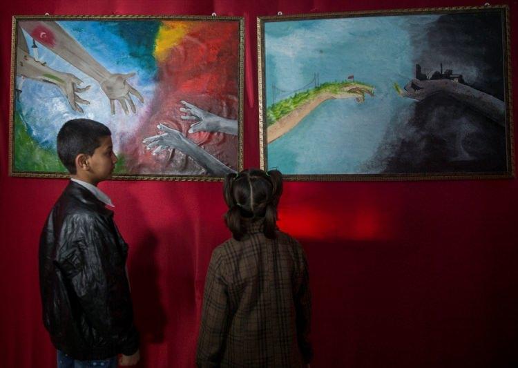 <p>Genelde Suriye halkının yaşadığı dramın özelde de Azez'de yaşananların yansıtıldığı tablolarda ayrıca Suriye'nin doğal güzelliklerine ve Türkiye'nin başlattığı Zeytin Dalı Harekatı'na yer verildi.</p>
