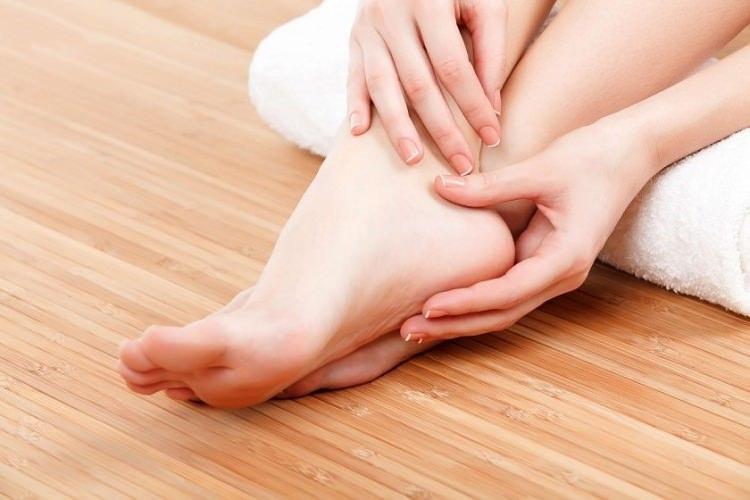 Çatlak topuklar için doğal peeling