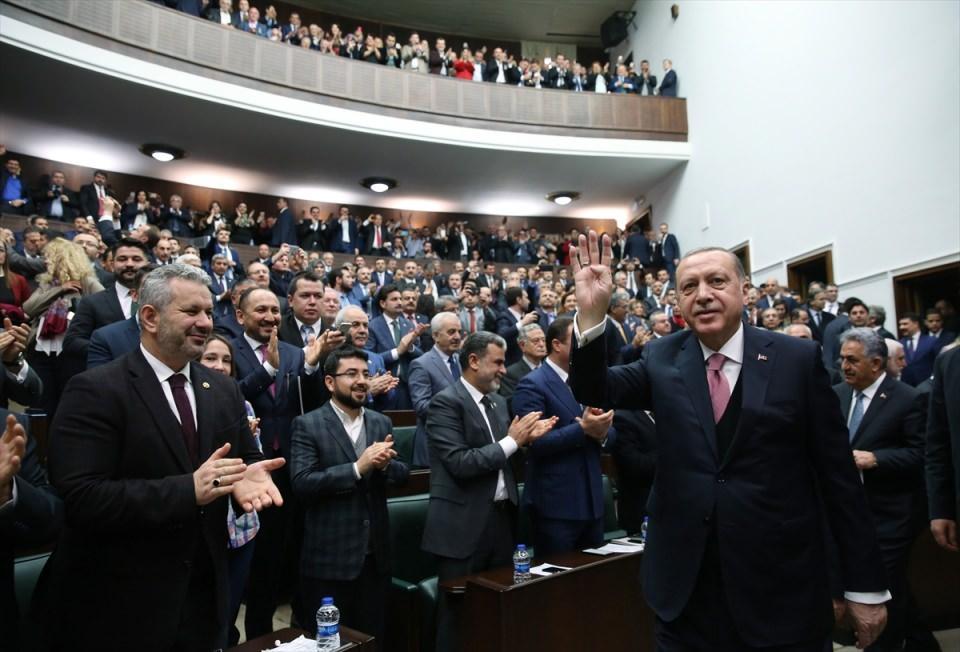 <p>Cumhurbaşkanı ve AK Parti Genel Başkanı Recep Tayyip Erdoğan, AK Parti TBMM Grup toplantısına katıldı.</p>