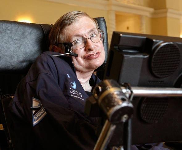 <p>21 yaşındayken ALS'ye yakalanan ve ilerleyen yıllarda bu hastalık nedeniyle felç kalan Hawking dünyada tartışmalar yaratan fikirleri, teorileri ve aşklarıyla dünya tarihine damga vuran bir isim oldu. Hawking, evrenin temel prensipleri üzerine çalıştı. Roger Penrose ile birlikte Einstein'ın Uzay ve Zamanı kapsayan Genel Görelilik Kuramının, Big Bang'le başlayıp karadeliklerle sonlandığını gösterdi.</p>  <p></p>