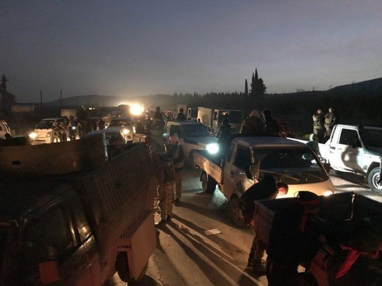 <p>ÖSO güçleri, bugün sabahın erken saatlerinde PKK/YPG'li teröristlerden arındırılması hedeflenen Afrin'e kentin güneydoğusundan girmeye başladı.</p>