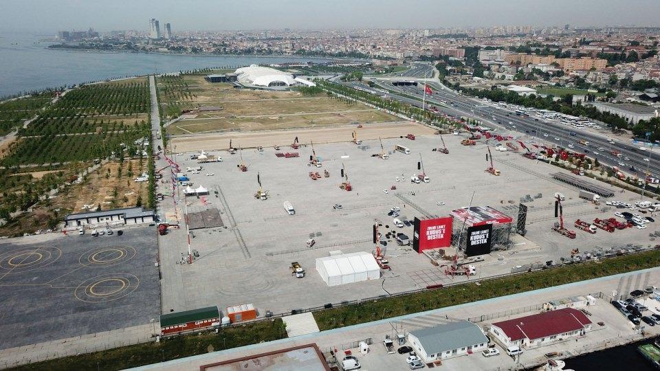 <div>Cumhurbaşkanı Recep Tayyip Erdoğan'ın da katılacağı mitingin yarın saat 15.00'da başlaması bekleniyor.</div>  <div></div>