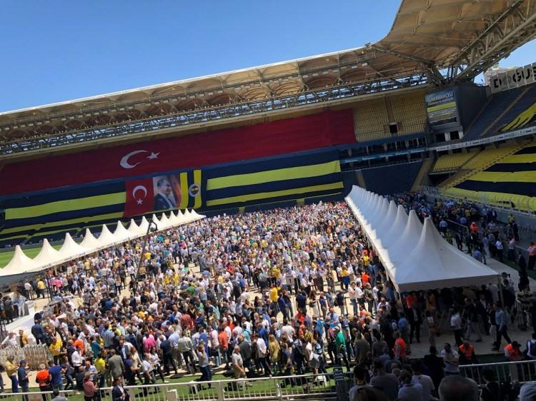 Fenerbahçeli ünlü isimler de oylarını kullandı