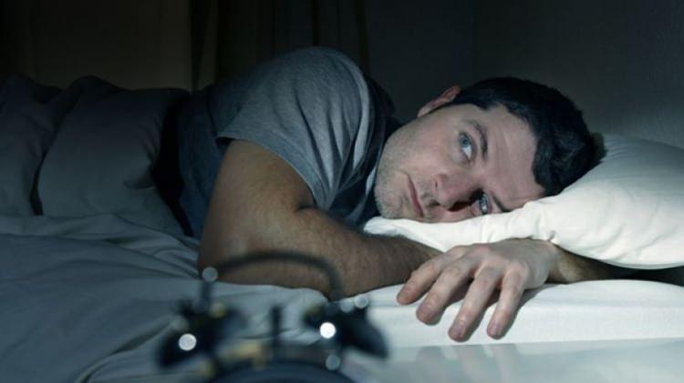 Gece aniden uyanmanın nedenleri nelerdir?