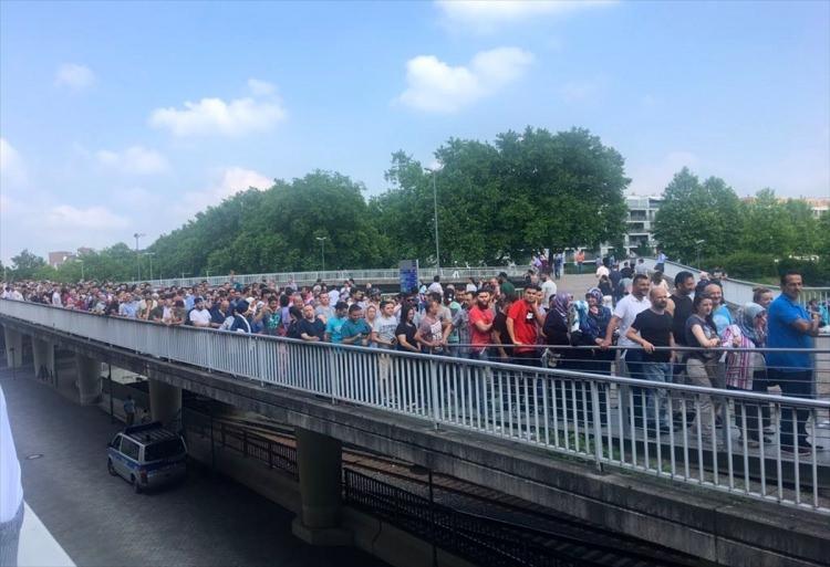 Almanya'daki seçim sandıklarda uzun kuyruklar oluştu