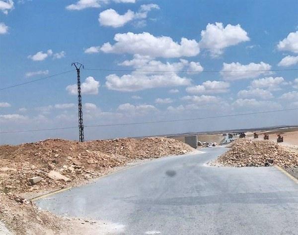<p>Türk ordusuna ait zırhlı araçlar, Menbiç ve Cerablus hattındaki sınır noktası Sacu Çayı civarına girdi.</p>  <p></p>