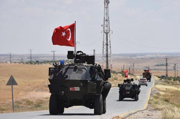 <p>Kritik noktadaki ilçede Türk ve Amerikan askerleri güvenliği sağlayacak.</p>  <p></p>