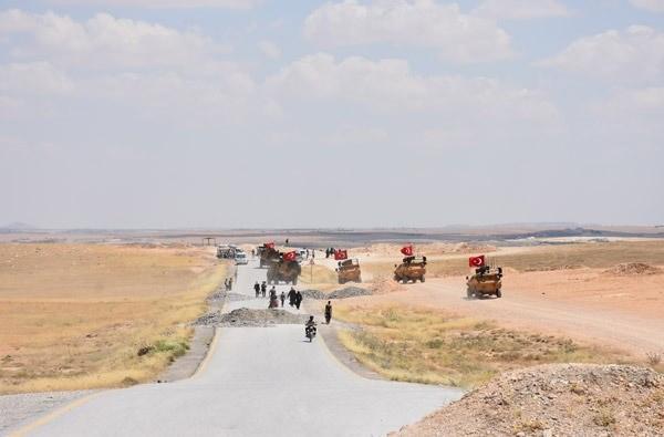 <p>Dışişleri Bakanı Mevlüt Çavuşoğlu, bugün canlı yayında yaptığı açıklamada, ABD ile birlikte oluşturulan Menbiç yol haritasının tıkır tıkır işlediğini söyledi.</p>  <p></p>