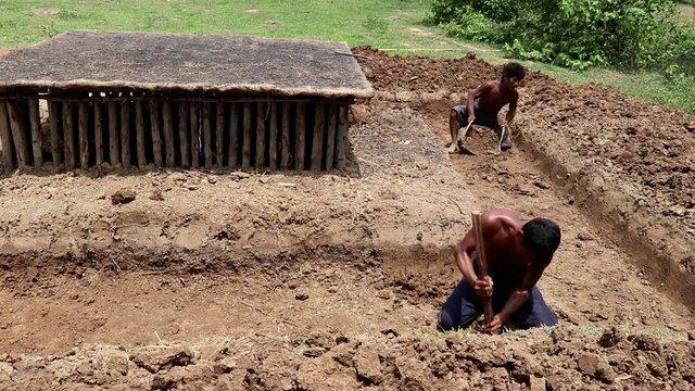 Yer altı evlerinin etrafına inşaa ettiler