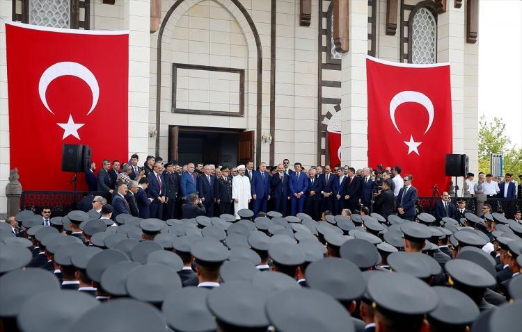 <p>Cumhurbaşkanı ve AK Parti Genel Başkanı Recep Tayyip Erdoğan, Jandarma ve Sahil Güvenlik Akademisi'nde yapımı tamamlanarak ibadete açılan caminin açılış törenine katıldı.</p>  <p></p>