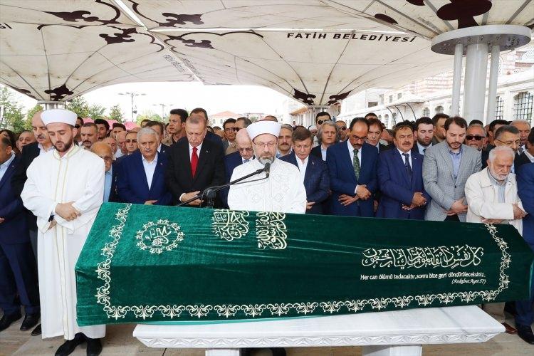 <p>93 yaşında hayata gözlerini yuman ünlü tarihçi Fuat Sezgin, bugün İstanbul'da son yolculuğuna uğurlandı.</p>  <p></p>