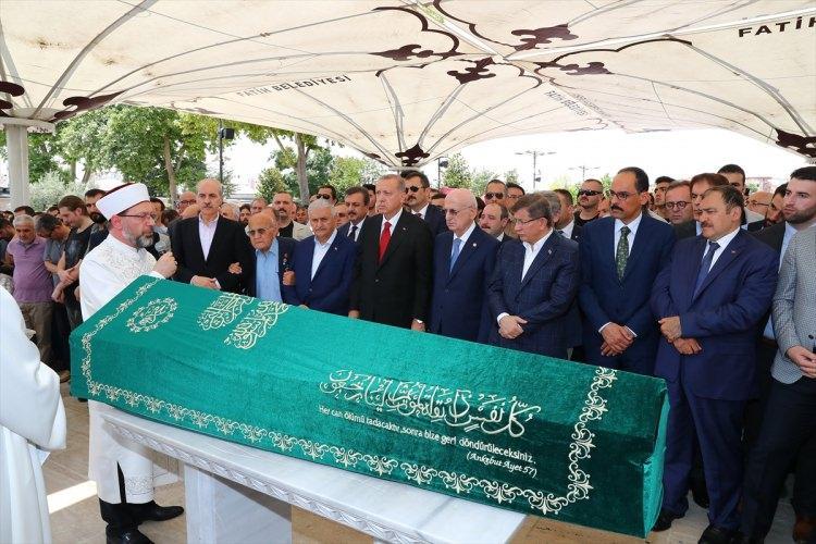 <p>Prof. Dr. Sezgin için öğle namazını müteakip Fatih Camisi'nde cenaze töreni düzenlendi. Törene Cumhurbaşkanı Recep Tayyip Erdoğan, Meclis Başkanı İsmail Kahraman ve Başbakan Binali Yıldırım da katıldı.</p>