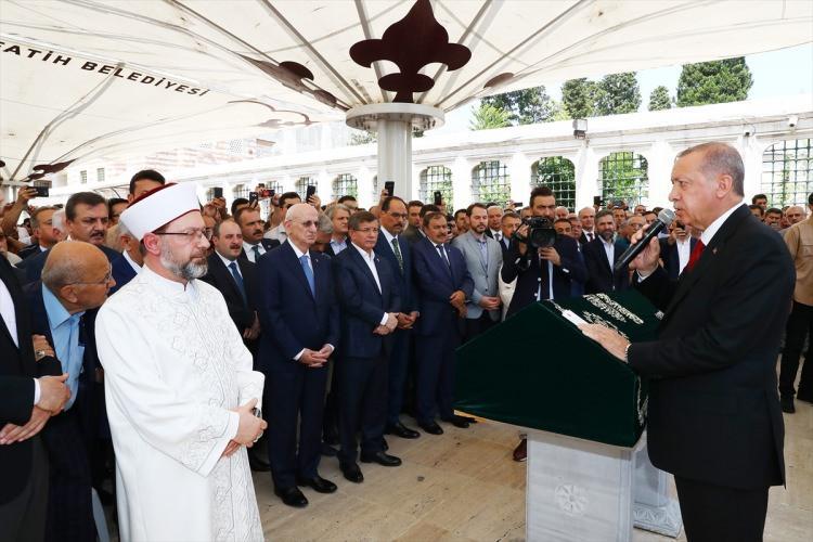 <p>Cenaze namazınıysa Diyanet İşleri Başkanı Ali Erbaş kıldırdı.</p>