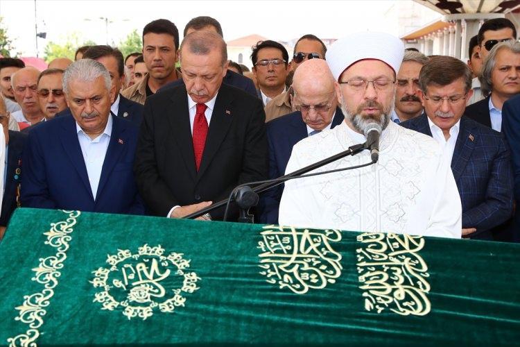"""<p>Tören de Cumhurbaşkanı Erdoğan da kısa bir konuşma yaptı. Erdoğan, 2019 yılının """"Prof. Dr. Fuat Sezgin İslam Bilim Tarihi Yılı"""" olarak ilan edileceğini kaydetti.</p>"""