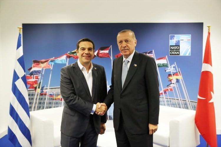 <p>Türkiye Cumhurbaşkanı Recep Tayyip Erdoğan'ın, Brüksel'deki NATO Zirvesi'nde liderle yaptığı görüşmeler ve bu görüşmeler esnasında çekilen kareler ilgi odağı oldu.</p>
