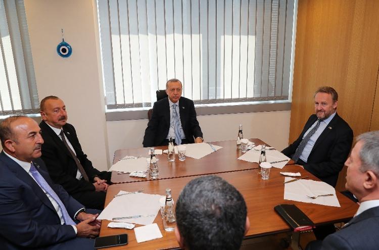<p>Bosna Hersek Devlet Başkanlığı Konseyi Başkanı Bakir İzetbegovic ve Azerbaycan Cumhurbaşkanı İlham Aliyev</p>