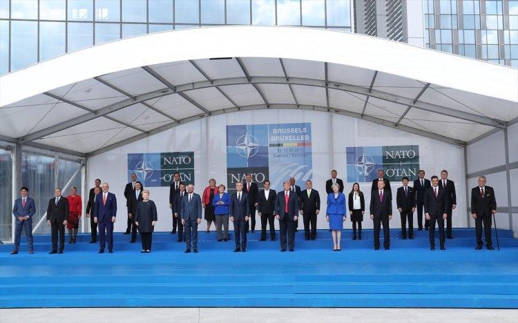 <p>NATO Devlet ve Hükümet Başkanları Zirvesi, Belçika'nın başkenti Brüksel'de başladı. Zirveye katılan Türkiye Cumhurbaşkanı Recep Tayyip Erdoğan aile fotoğrafında yer aldı.</p>  <p></p>