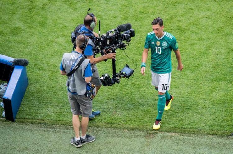 Mesut Almanya'yı ikiye böldü! Türkiye'den destek yağıyor!