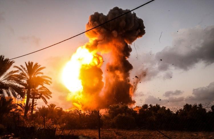 <p>İsrail askerlerinin bugün Gazze'ye düzenlediği saldırılarda şehit olan Filistinlilerin sayısı 4'e yükseldi.</p>