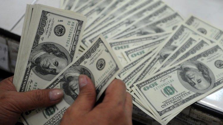 """<p>Merkezi Rusya'da olan ve devlet desteği ile uluslararası yayın yapan Russia Today yayın kuruluşu ise krizi, """"Dow (Dow Jones Borsası Endüstri Endeksi) 200'e düştü, Gelişmekte olan pazarlar çöktü"""" başlığı ile servis etti. ABD borsasının Türkiye ve ABD arasındaki krizden etkilendiğini belirten yayın, """"Wall Street kıyım yapmaktan kaçınamıyor. Yatırımcılar dünya üzerindeki belirsizlik sebebi ile endişeli"""" ifadelerini kullandı.</p>"""