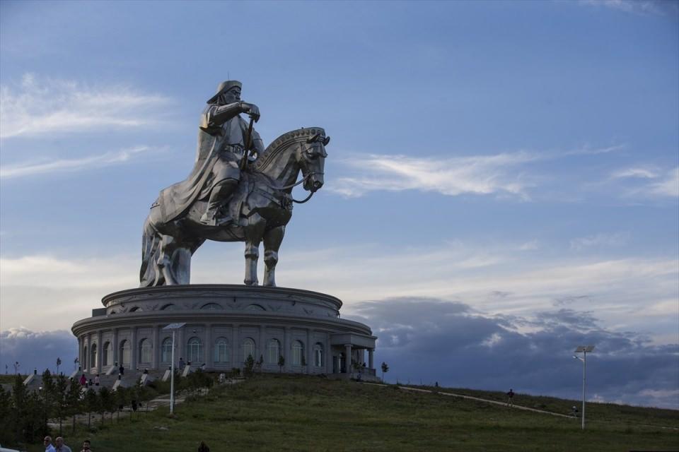 Cengiz Han'ın atlı heykelinde 'Manzara keyfi'