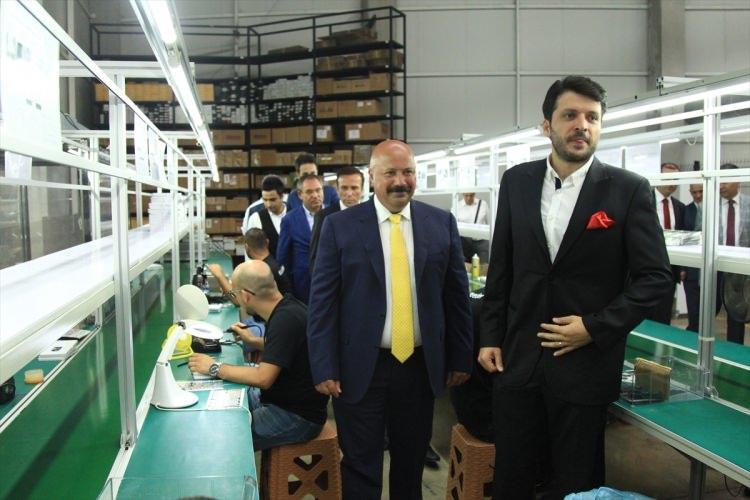 <p>Yerli akıllı cep telefonu ve tablet bilgisayar firması Reeder'ın Samsun'da açtığı fabrikada 180 kişi istihdam ediliyor.</p>