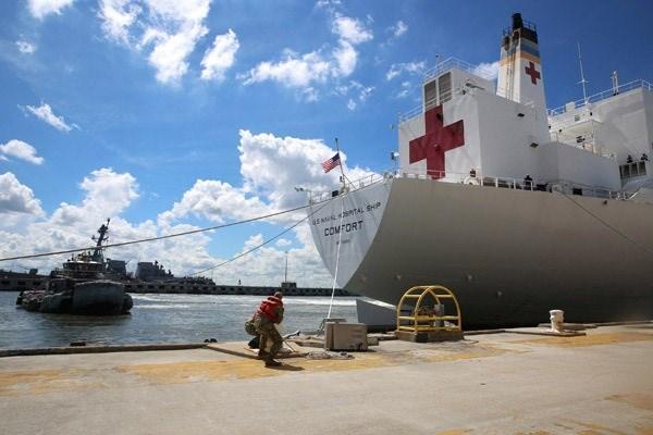 <p>Orduya ait hastane gemiler de Norfolk'tan ayrıldı.</p>