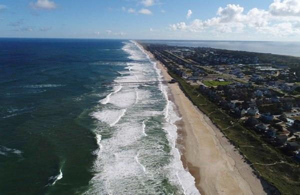 <p>Ulusal Kasırga Merkezi tarafından dördüncü kategori olarak ilan edilen kasırganın, fırtınanın yanı sıra yüksekliği beş metreyi aşacak dev dalgalar getirmesi bekleniyor.</p>