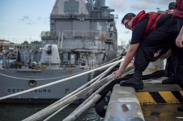 <p>Donanma, dünyanın en büyük deniz üssü Norfolk'u boşaltmış durumda.</p>