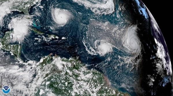 <p>Dört metreyi bulacak dalgalar, yoğun yağış ve 220 kilometrelik fırtınaya hazırlananlar ise, acele ediyor.</p>