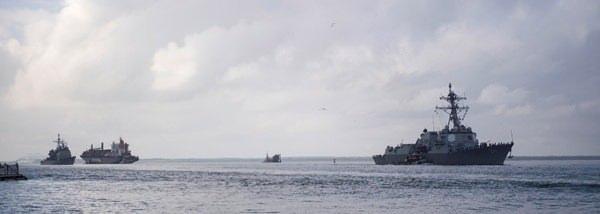<p>Savaş gemilerini bölgeden çıkaran ABD ordusu ise, uçakları tahliye ediyor.</p>