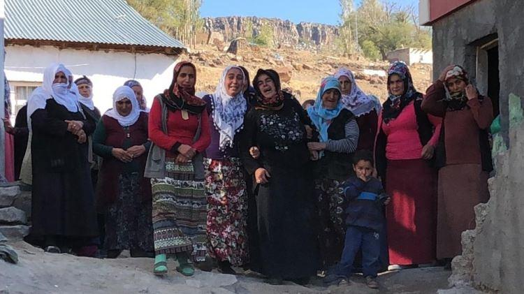 <p>Kağızman'a 30 kilometre uzaklıktaki 80 hane, 350 nüfuslu Paslı köyünde yaşayan Handan- Abdullah Güzel çiftinin 3 çocuğundan en büyüğü olan Sedanur Güzel, 16 Eylül Pazar günü öğle saatlerinde kayboldu.</p>