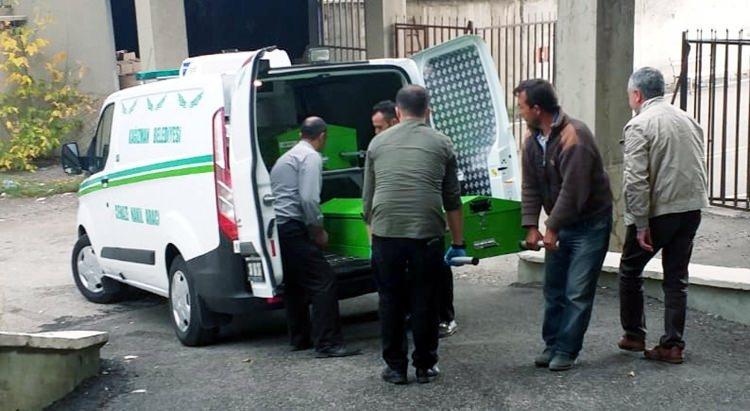 <p>Dün saat 16.15'te Erzurum Adli Tıp Kurumu'na getirilen küçük kızın cenazesinin otopsi işlemleri saat 22.00 sıralarında bitti.</p>