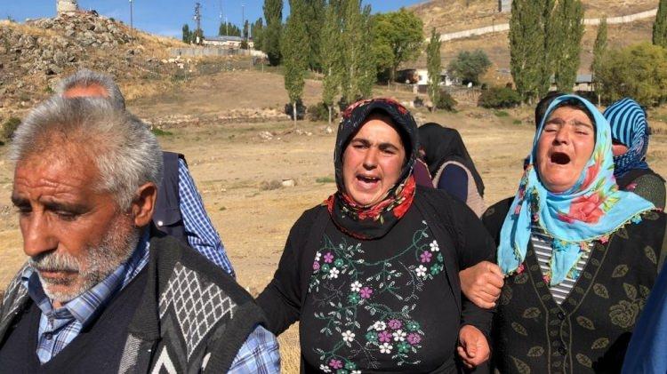 <p>En son evlerinin önünde görülen Sedanur'dan haber alamayan aile, köylülerle birlikte kızlarını aradı, ancak sonuç alınamadı. Bunun üzerine aile, jandarmaya haber verildi.</p>