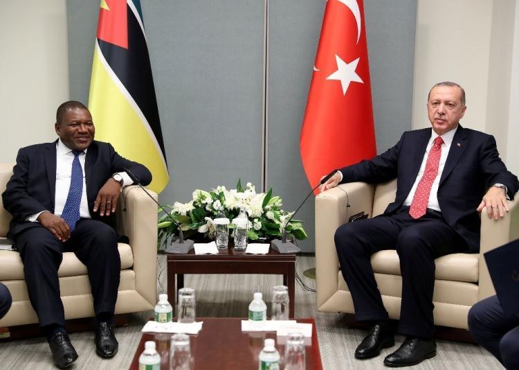 <p>Türkiye Cumhurbaşkanı Recep Tayyip Erdoğan, Birleşmiş Milletler (BM) 73. Genel Kurulu Görüşmelerine katılmak için bulunduğu New York'ta, Mozambik Devlet Başkanı Filipe Jacinto Nyusi ile görüştü.</p>  <p></p>