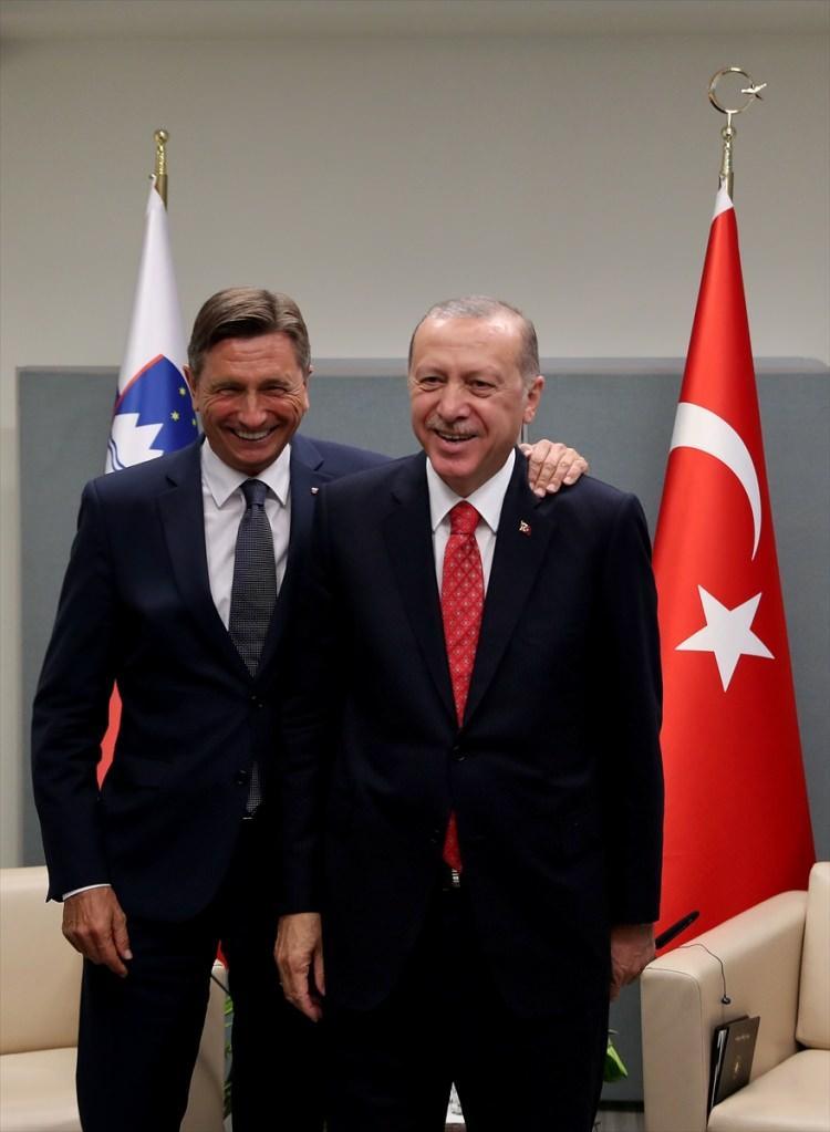 <p>Türkiye Cumhurbaşkanı Recep Tayyip Erdoğan, Birleşmiş Milletler (BM) 73. Genel Kurulu Görüşmelerine katılmak için bulunduğu New York'ta, Slovenya Cumhurbaşkanı Borut Pahor ile görüştü.</p>  <p></p>