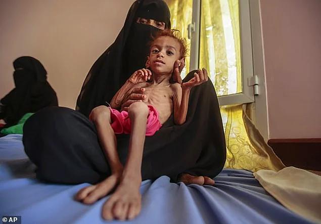 <p>Unicef'e bağlı bir hastanede her 2 saatte bir süt verilen Amal'in kusma ve ishal problemi vardı.</p>  <p></p>